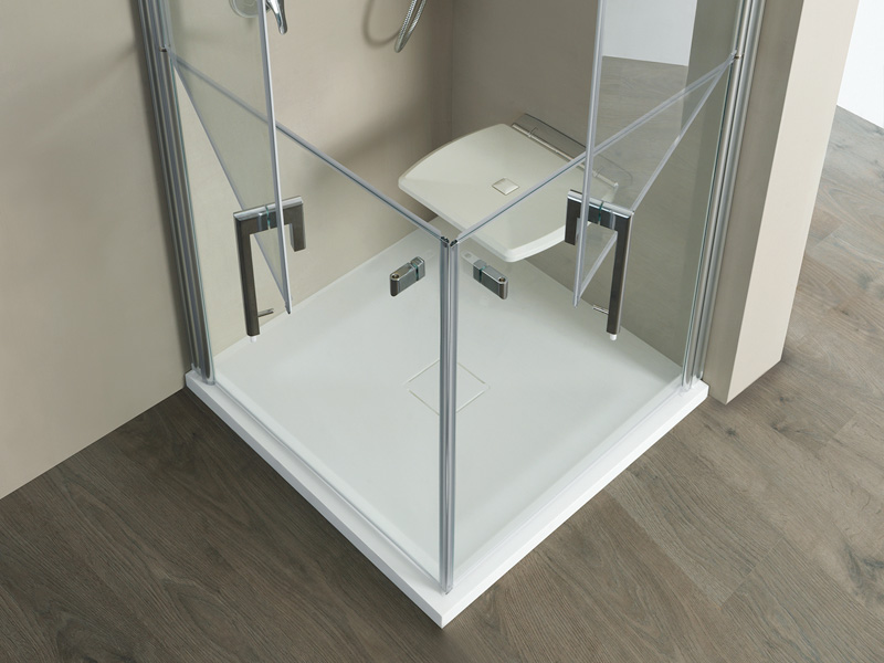 Shower trays, cabins and accessories